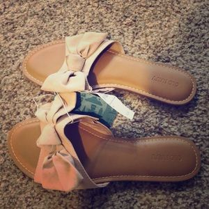 Old Navy Sueded Bow-Tie Slide Sandals